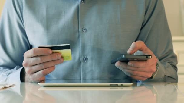 Használ hiteletek kártya és a Smart-telefon részére Online Bevásárlás
