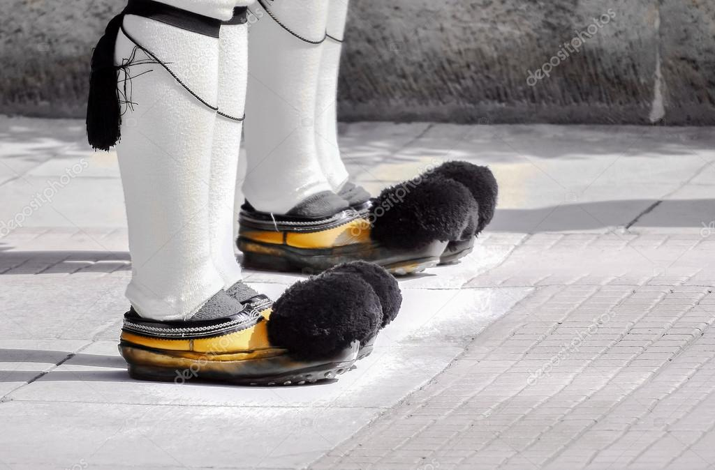 390a6ce82b3 Ενιαία υποδήματα τσολιά φρουρών — Φωτογραφία Αρχείου © Panasevich ...
