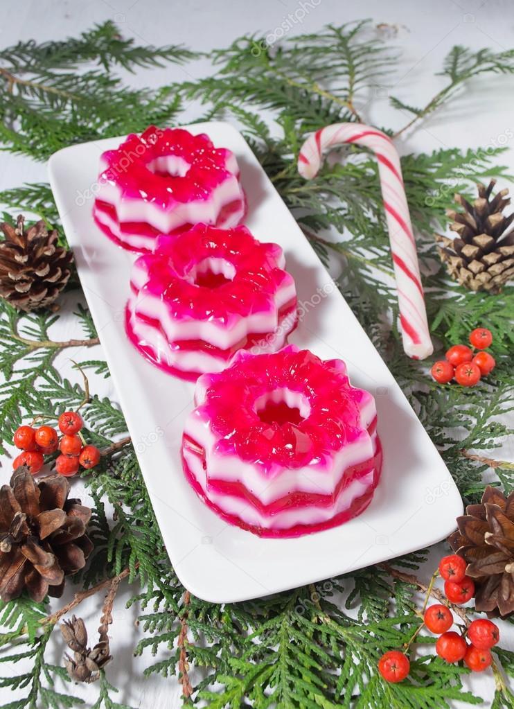 weihnachts dessert mit roten und wei en gelee stockfoto. Black Bedroom Furniture Sets. Home Design Ideas