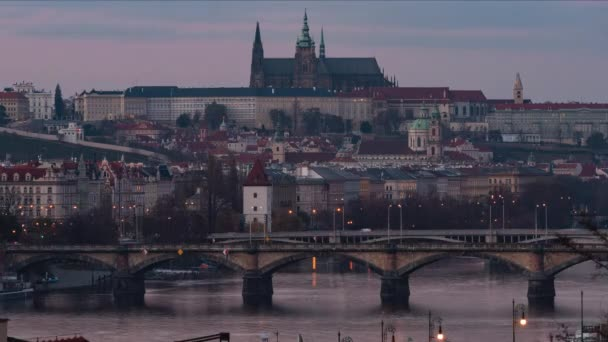 Pražský hrad a kostel sv. Víta. v centru Prahy v České republice v noci