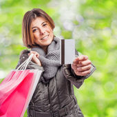 Fényképek fiatal nő gazdaság bevásárló táskák