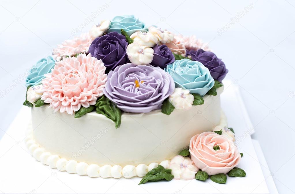 Pastel Blanco Con Flores De Colores