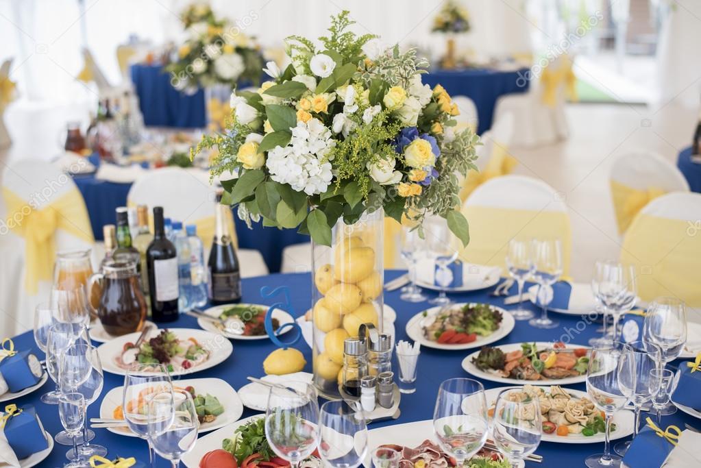 Hochzeit Dekoration Blau Gelb Stockfoto C Sergmam 124493336
