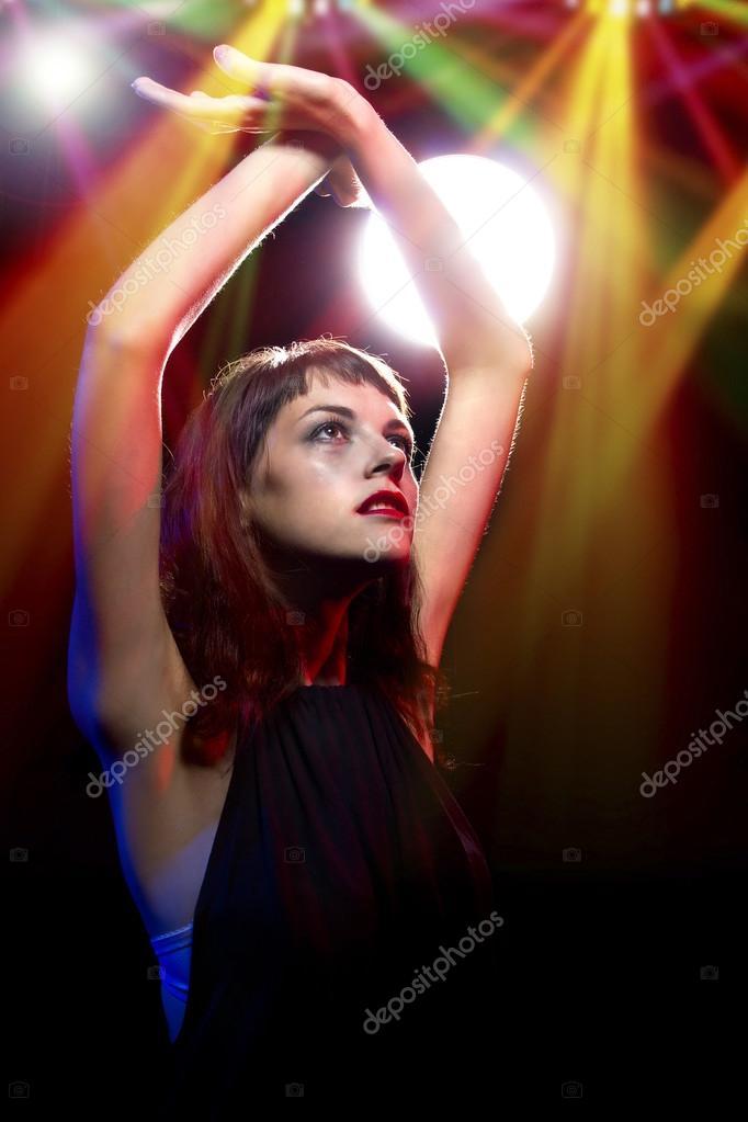 Фото красивая девушка в ночном клубе республик ночной клуб