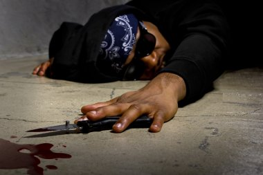 Man in a street alley killed with a knife