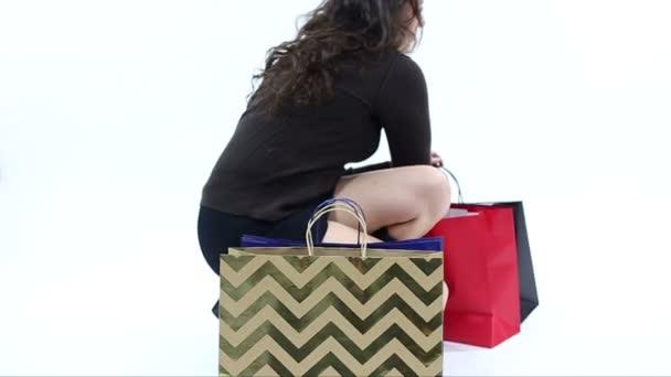 Frustrovaný Shopper na bílém pozadí