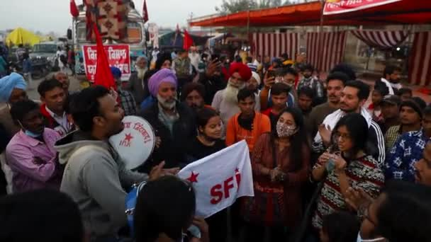 leden 2021 Dillí, indiafarmers během protestu u hranice Singhu.Protestují proti novému zemědělskému zákonu indické vlády s přidaným hlukem a obilím