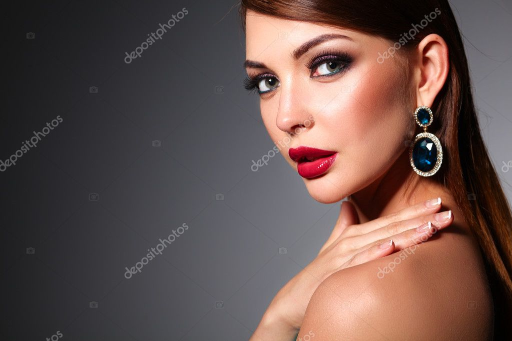 954773f572ff krásná žena s večerní make-up — Stock Fotografie © lenetssergey ...