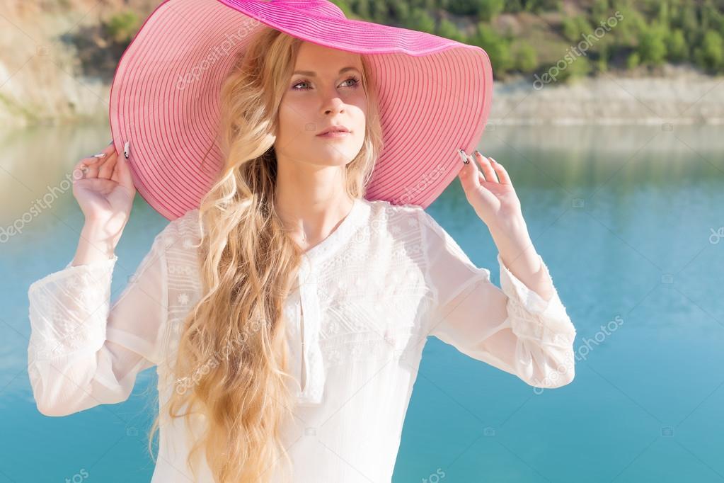 Видео девушка в розовой шляпе, порно фото жінок з довгими ногами