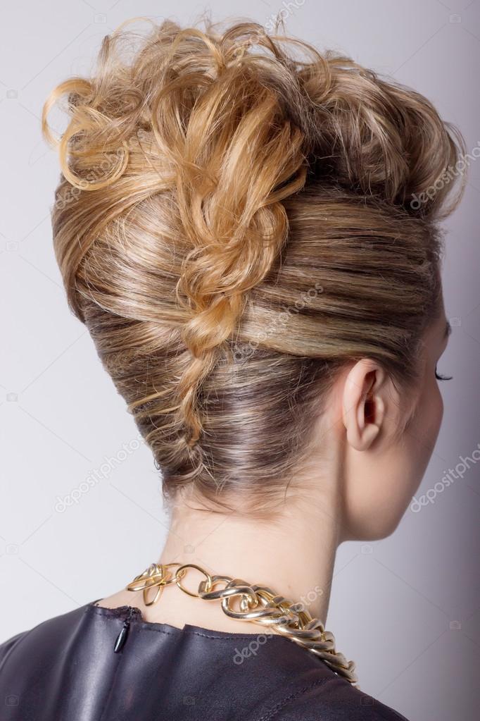 Hermosa Mujer Con Peinado De Salon De Noche Complicado Peinado Para - Peinados-para-fiesta-de-noche