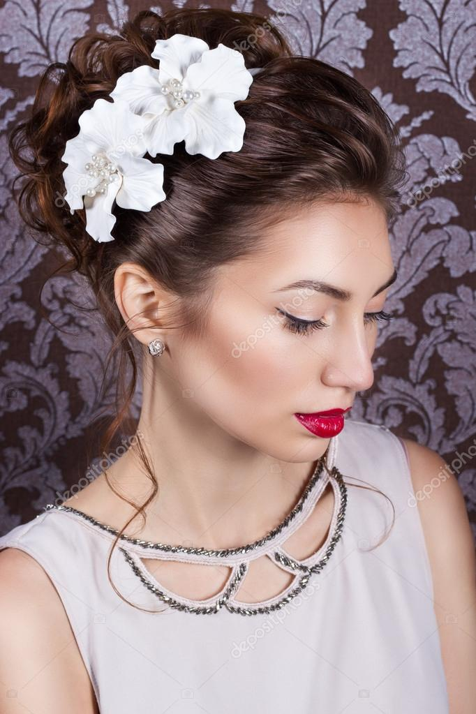 Модные свадебные прически с цветами на длинные, средние и