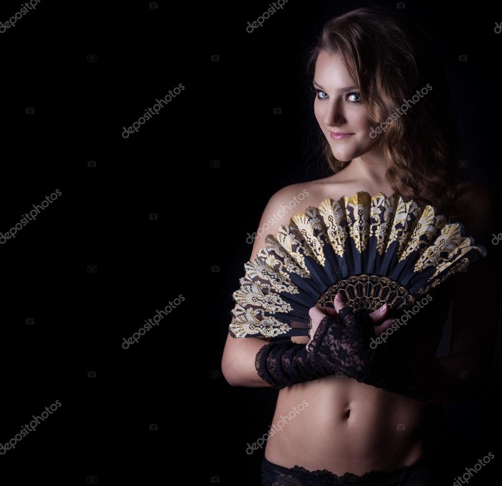 Сексуальная девушка в чрном