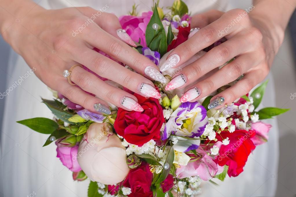 Schone Hochzeit Brautstrauss Rosen Und Pfingstrosen Mit Ihren Handen