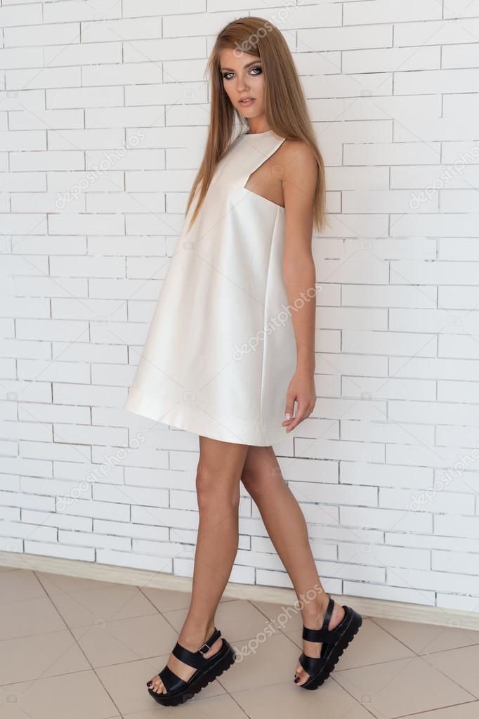 Vestido blanco y zapatos