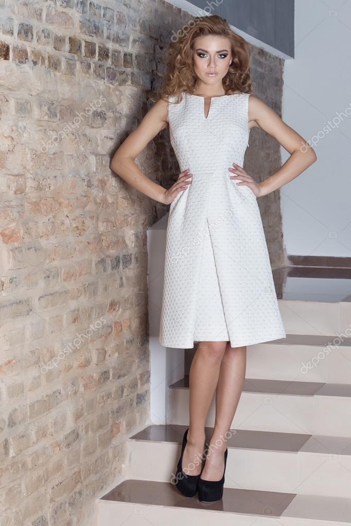 Maquillaje de noche con vestido blanco