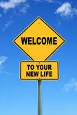 Žlutá varovná dopravní značka Vítejte na váš nový život