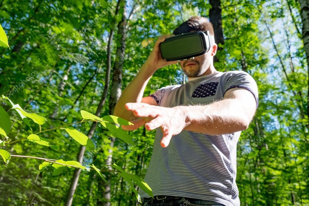 Man using VR-headset