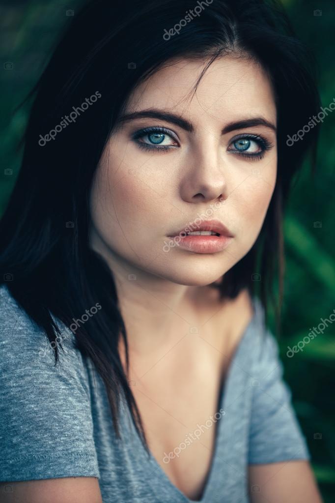 Modré oči kouření