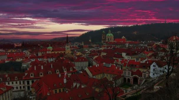 Nádherný východ slunce v Praze. Staré město