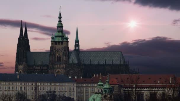 Staré město. Katedrála svatého Víta v Praze. Západ slunce. Timelapse