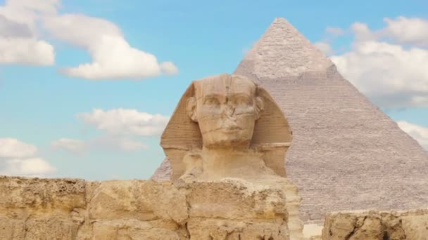 Timelapse. Clouds over the pyramid of Cheops and Sphinx. Giza Egypt. v.1