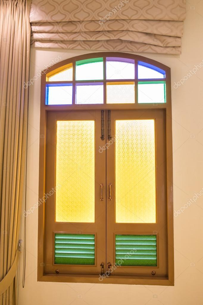 Retro Fenster Im Schlafzimmer An Wand Mit Licht Und Viele Volle Farbe U2014  Stockfoto