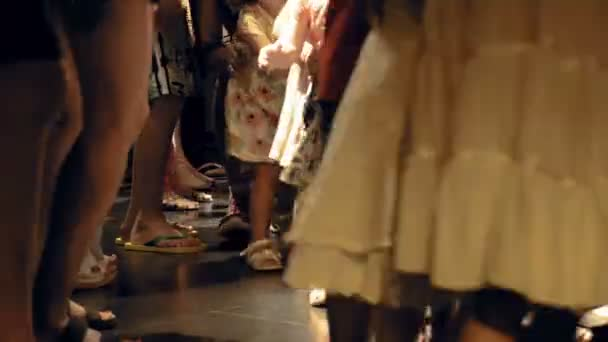На танцполе под юбкой — 14