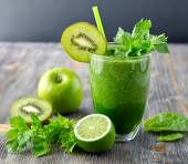 Fotografie Healthy green smoothie beverage with spinach and celery