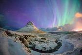 Velkolepé polární záře se nad Mount Kirkjufell