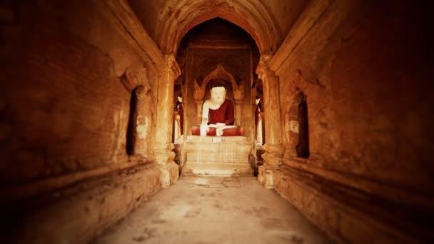 Das Innere der antiken Tempel in Bagan eim ya kyaung Myanmar