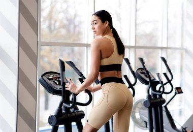Beautiful fitness woman in sportswear doing cardio exercises in the gym. Healthy lifestyle motivation