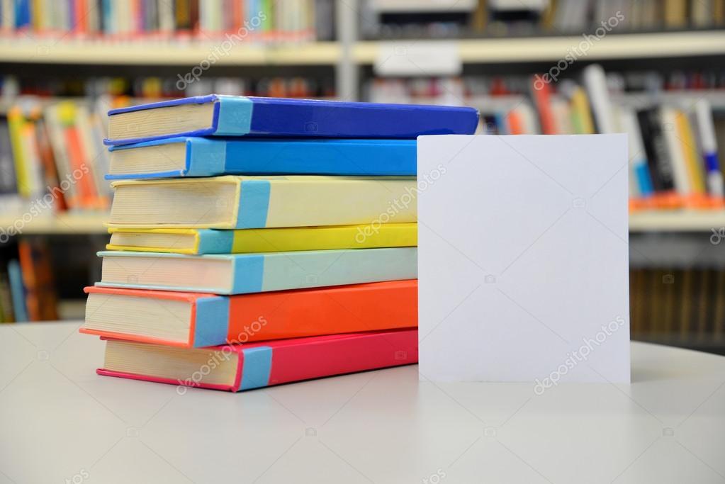 Libros apilados. Libros de la biblioteca. Pila de libros. Libros de ...