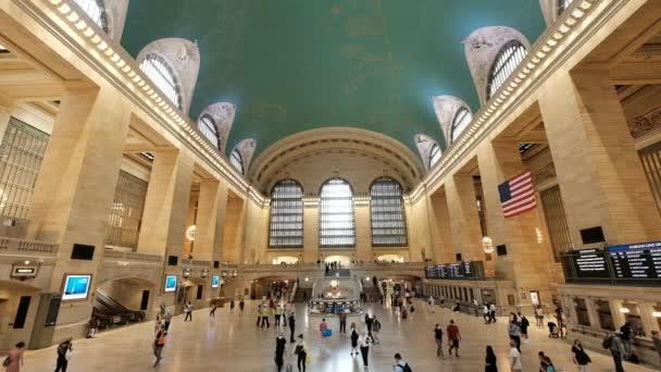 Fantastické nádraží Grand Central, pojaté v extrémním širokém úhlu, s krásným interiérem a architekturou. 21. června 2021, New York, Spojené státy.
