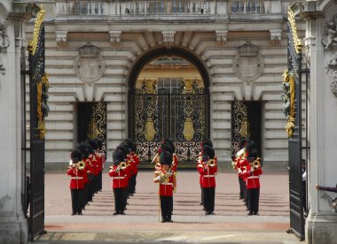 The changing of the Guard at the Buckingham Palace