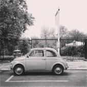Staré malé auto Fiat 500