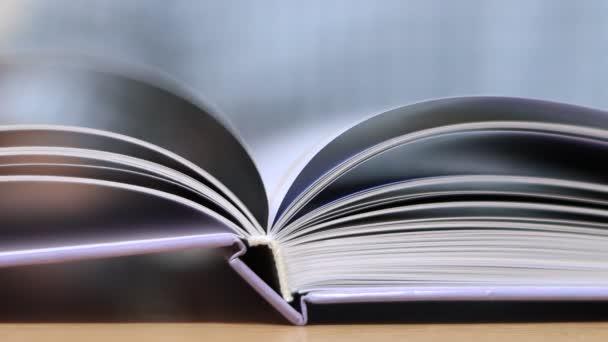 Obrácení stránek v knize