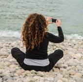 Fotografie Junge Frau, findet sich allein, nutzen die beschattete