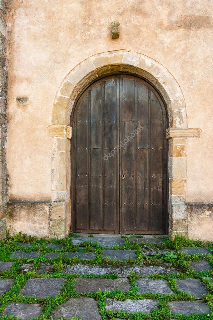 Bonita puerta antigua en una casa rural foto de stock for Puerta casa antigua