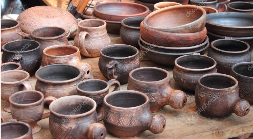 Très poterie du début du moyen âge — Photo #76491217 BT05