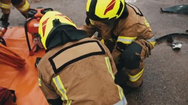 hasiči na místě autonehody