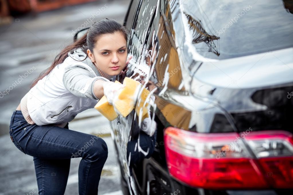 Фото девушка с мужчинам моет машину видео