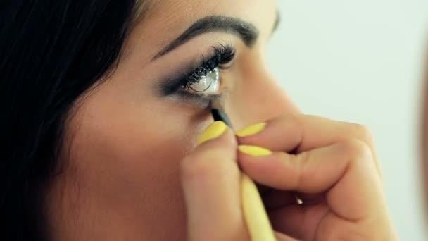 Vizážista použití make-up