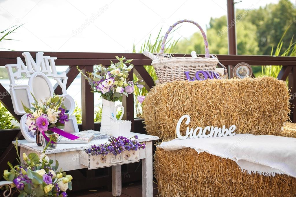 hay and flowers in the design