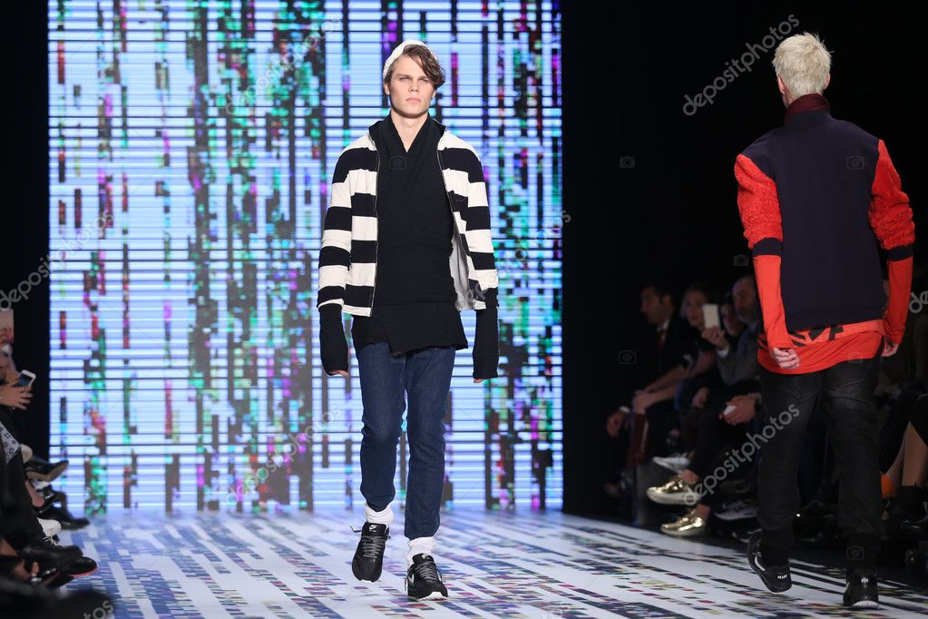 Brand Who Catwalk in Mercedes-Benz Fashion Week Istanbul – Stock