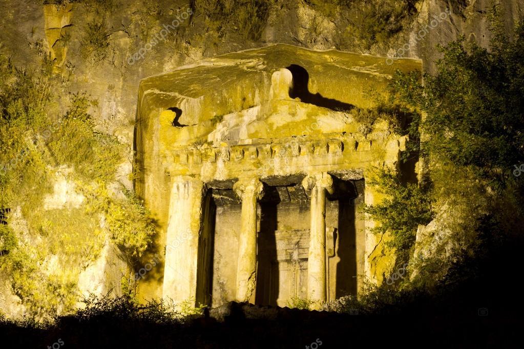 フェティエからアミュンタスの墓...