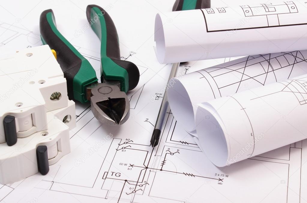 Anbaugeräte, Elektrische Sicherung Und Rollen Von Diagrammen Auf Bau Des  Hauses Zeichnen U2014 Stockfoto