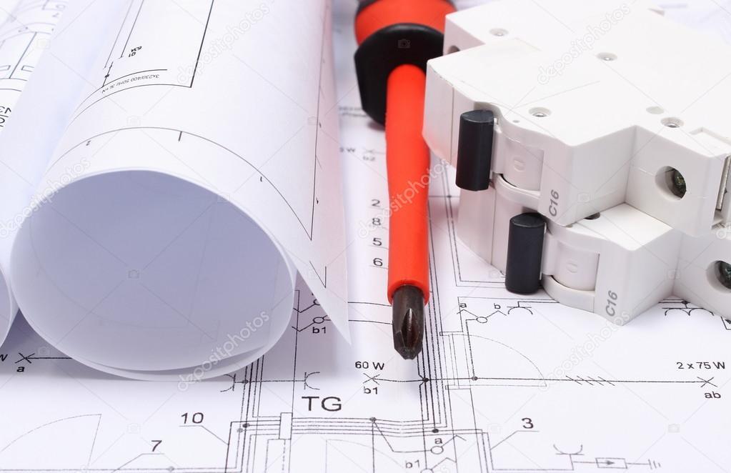 Schaltpläne, Elektrische Sicherung und Anbaugeräte auf Zeichnung ...