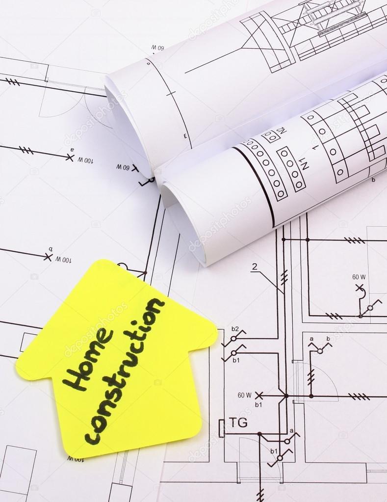 Haus Von Gelbem Papier Mit Text Hausbau Und Rollen Von Diagrammen Auf  Elektrische Konstruktionszeichnung Des Hauses, Konzept Des Gebäudes Zu  Hause Liegen ...