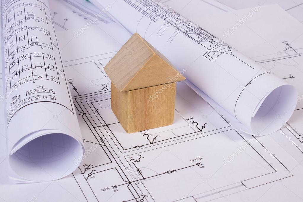 Haus Form Aus Holzklötzen Und Rollen Von Diagrammen Auf Elektrische  Konstruktionszeichnungen, Haus, Gebäude Haus Konzept, Zeichnung Für  Projekte Liegen ...