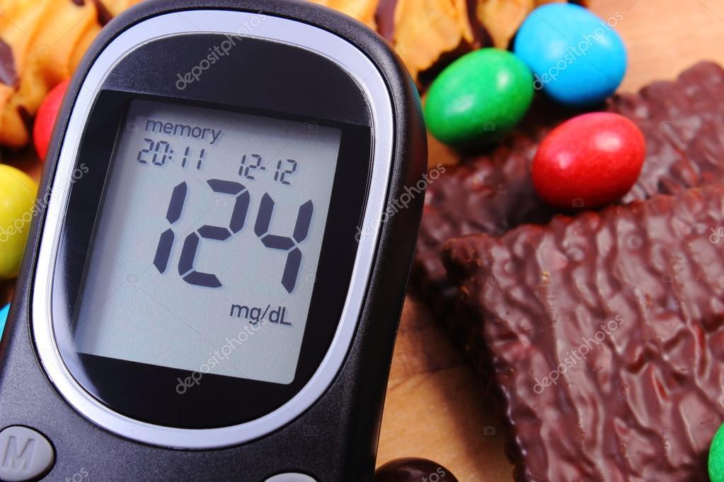 Zuckermessgerät Mit Haufen Von Süßigkeiten Diabetes Und Ungesunde